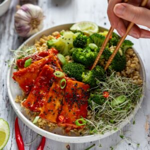 Sticky tofu met broccoli
