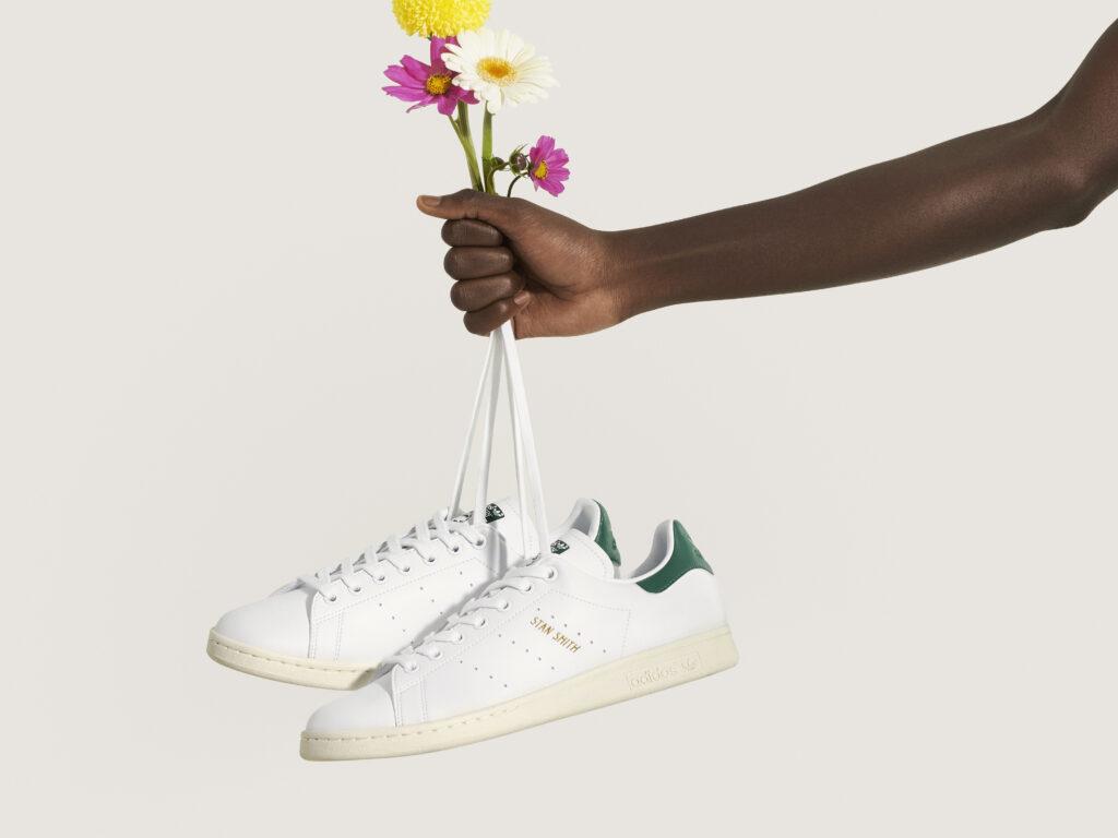 Nieuwe vegan witte sneaker van Adidas Stan Smiths PRIMEGREEN recycled polyster