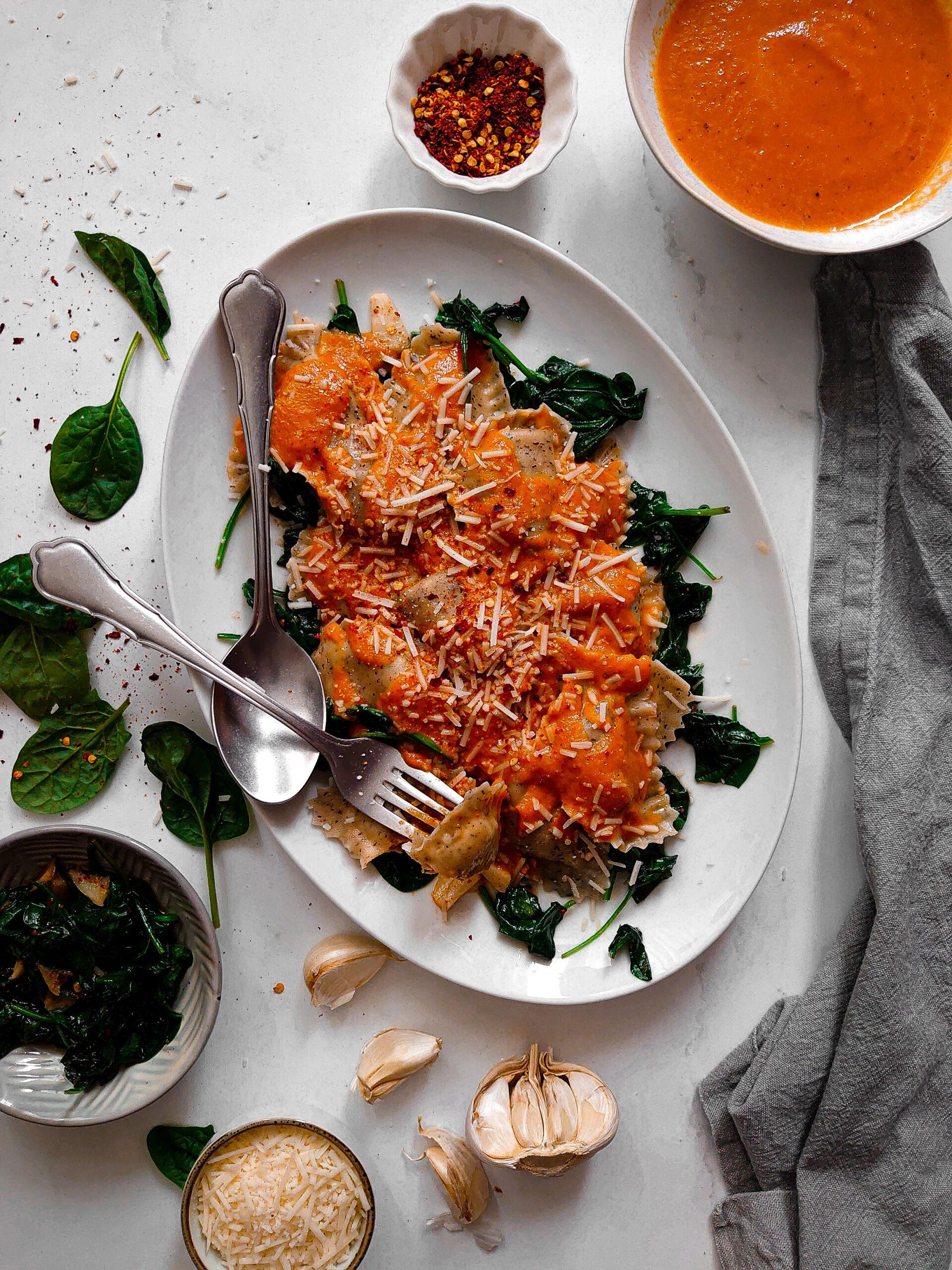 Mezzelune met gegrilde paprika en spinazie