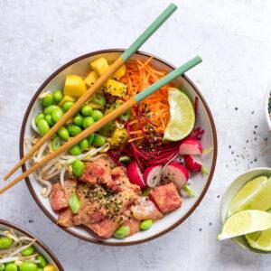 vegan poké bowl met watermeloen tonijn